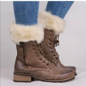 Boot toppers in Ivory